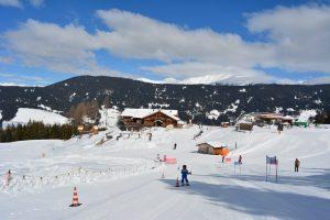 Vista dalla pista di sci del Rifugio sul Monte Baranci e arrivo della funivia